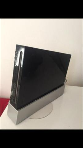 Nintendo Wii Black e Caixa com acessórios