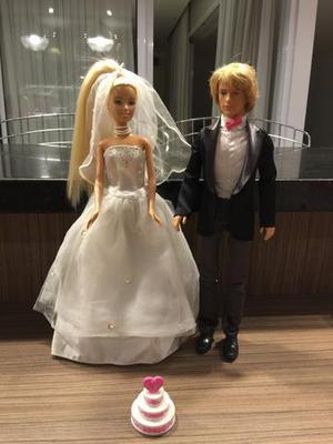 Barbie Noiva e Ken, com bolo de casamento