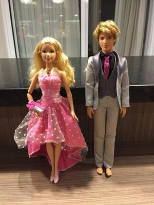Barbie musical e Ken (a Barbie toca a música do filme A