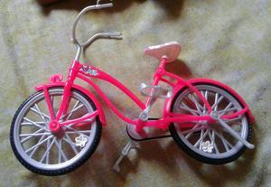 Boneca da barbie somente a bicicleta