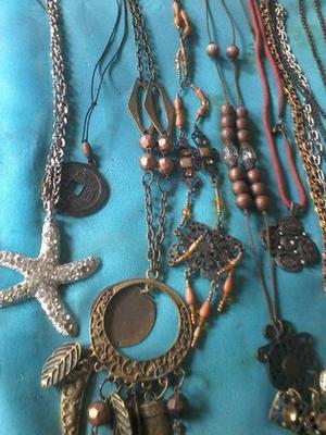 Coleção de bijuterias e acessórios
