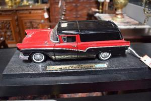 Miniatura Ford Courier Sedan Delivery  Road Legends