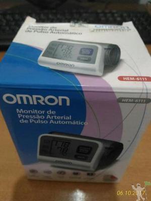 Monitor de pressão marca Omron modelo HEM-