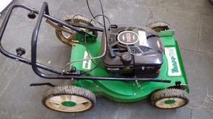 Maquina de cortar grama com coletor