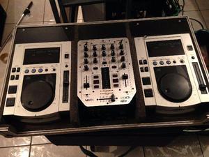 CDJ 100 Pionner com mixer Beringher no caise