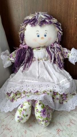 Bela boneca de pano artesanal