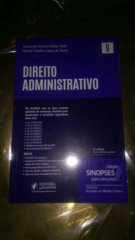 Livro de Direito administrativo.