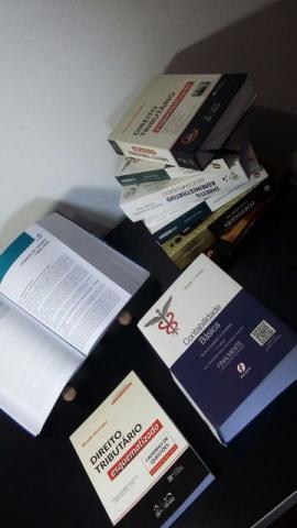 Livros para concurso - Área Fiscal - Ótimo Estado