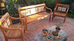 Conjunto de bancos de jardim em madeira de demolição