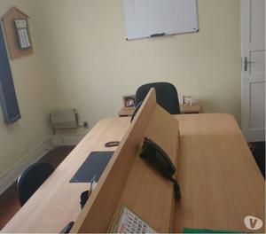 Mesa de Trabalho com 04 cadeiras fixas e 02 Bancadas Ferro