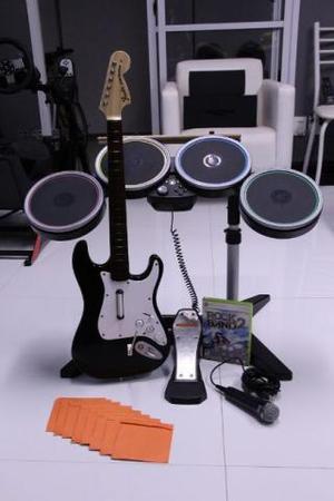 Jogo Rock Band 2 XBOX360 + Bateria + Guitarra + Mic + jogos