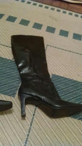 2 pares de botas em couro legítimo