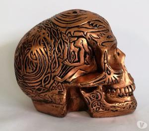 Caveira tribal em gesso para decoração