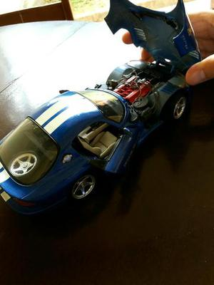 Miniatura Dodge Viper 1/18