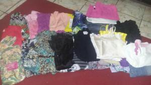 Lote de roupas para mulheres