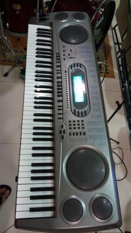 Vendo otimo teclado 6/8 e meia