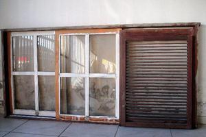 Janela de madeira com vidros