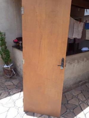 Porta de madeira conservada