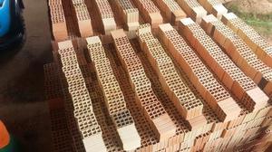 Resultado de imagem para tijolos e areia e seixo
