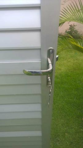 Vendo Porta de aluminio!Nova