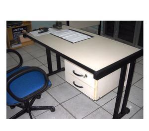 Cadeira presidente e mesa para escritório