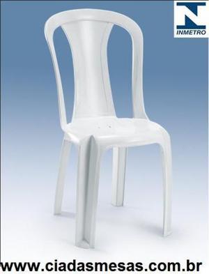 Tenho cadeiras plasticas e mesas de plastico a pronta