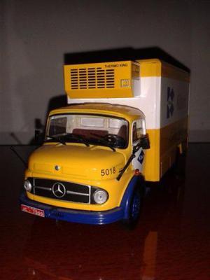 Miniatura caminhão mercedes benz kibon