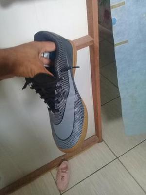 V ou T sapato futsal da Nike original só hoje 79$