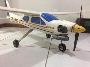 Avião de controle remoto a gasolina