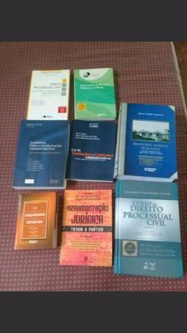 8 Livros de direito por 40 reais