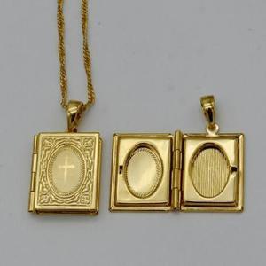 Colar com pingente Biblía banhado a ouro lindo presente