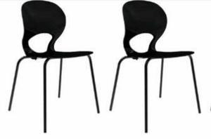 4 cadeiras na cor preta