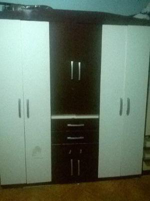 Guarda roupa bem conservado de 6 portas