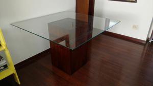 Mesa com tampo de vidro quadrado