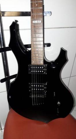 Guitarra ESP Ltd F-50 + pedaleira Zoom G5