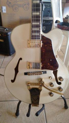 Guitarra Ibanez semi acustica AF 75 TDG