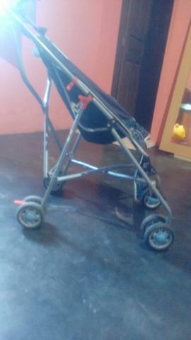 Vendo 2 bebês conforto e um carrinho estilo guarda chuva