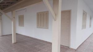 Apartamento térreo com 3 quartos localizado na região