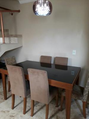 Mesa com 06 cadeiras