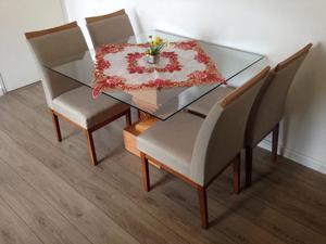 Mesa com tampo de vidro - 4 cadeiras