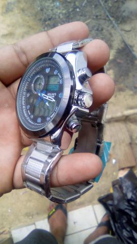 Relógio lindo e novo barato