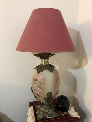 Lindo abajur antigo em vidro com detalhes a mão