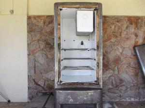 Antiga geladeira General Eletric
