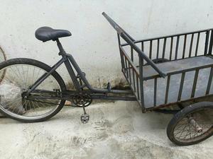 Vendo um triciclo por 250 Mais aceito ofertas