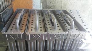 Kit 3 formas de picolé 28 furos 3 extratores e 1 alinhador