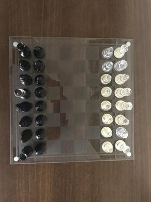 Jogo de Xadrez em vidro jateado e peças em vidro fosco