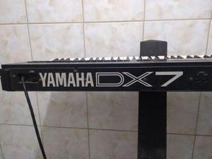 Teclado Sintetizador Yamaha DX7 II FD + duas guitarras + um