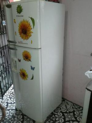 Vendo esta geladeira dúplex frost free Electrolux