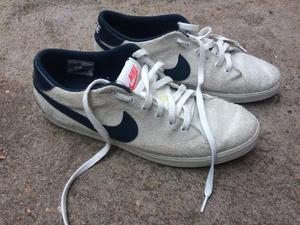 2 pares de tênis da Nike
