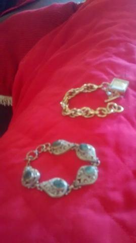 Uma pulseira 5 pedras esmeralda,e um relógio pulseira da MK